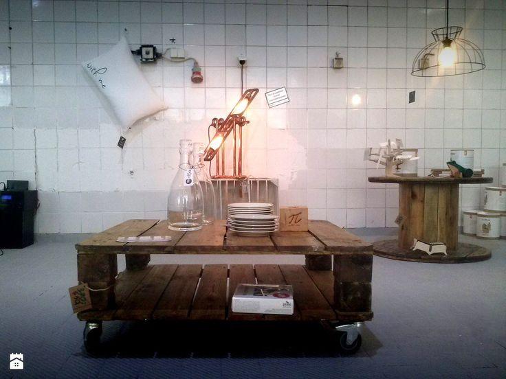 DecoMania.pl to sklep internetowy z punktem stacjonarnym z ekspozycją w Warszawie na Ursynowie oferujący ponad 35 tys produktów z branży dekoracje i wyposażenie wnętrz, specjalizuj ...