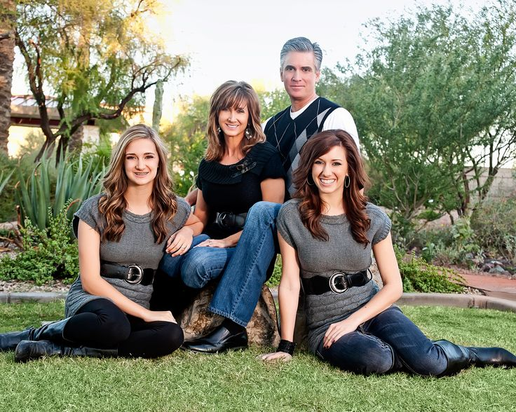 17 best images about family portrait pose ideas on for Family of 4 picture ideas