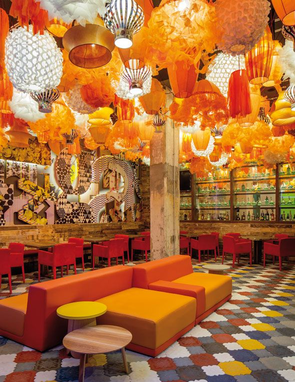 Furniture and Ceiling @ le Generator Hostel de Barcelone
