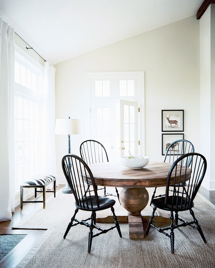 classic pedestal dining table with windsor chairs lonny magazine | via cocokelley
