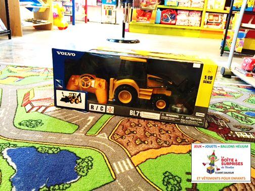 Volvo Tracteur téléguidé. Prix: 59.99$ www.laboiteasurprises.ca @Boitesurprises  #teleguide #stsauveur
