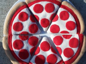 felt play food pizza