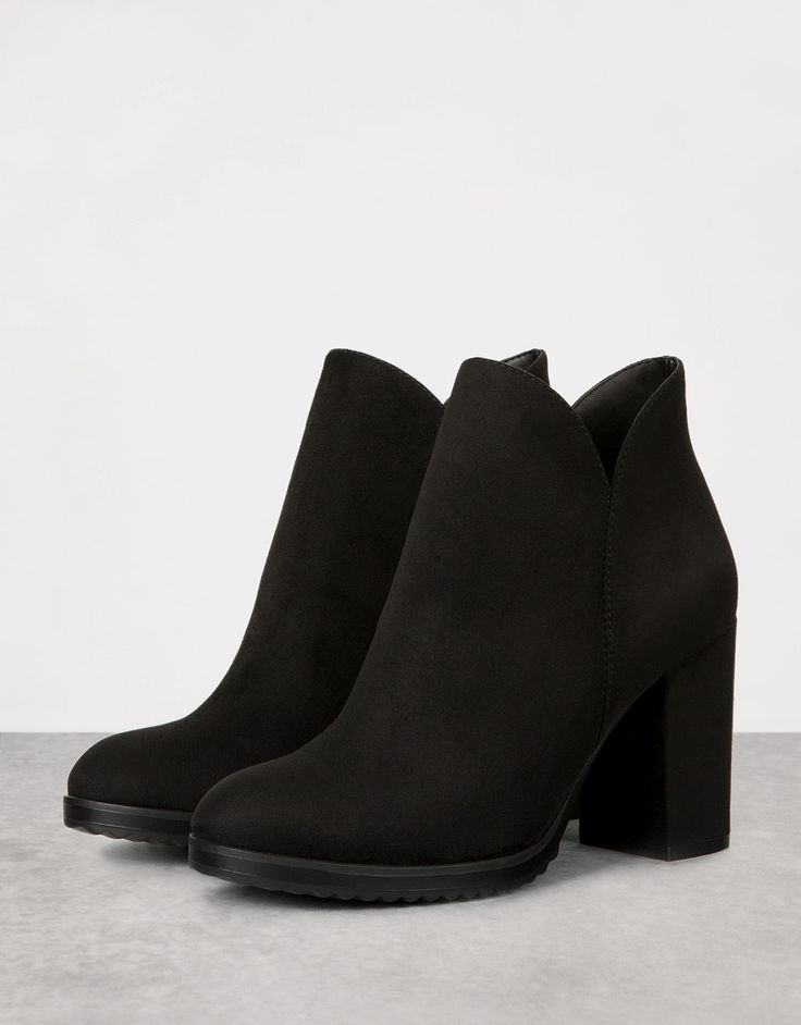 Zipped ankle boots with block mid-heel. Discover this and many more items in Bershka with new products every week