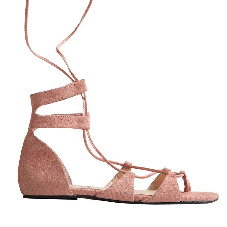 Este verano no te olvides de elegir unas sandalias planas con mucho estilo, ¿qué te parece el modelo Blanca en ante rosa de MAS34?  http://www.mas34shop.com