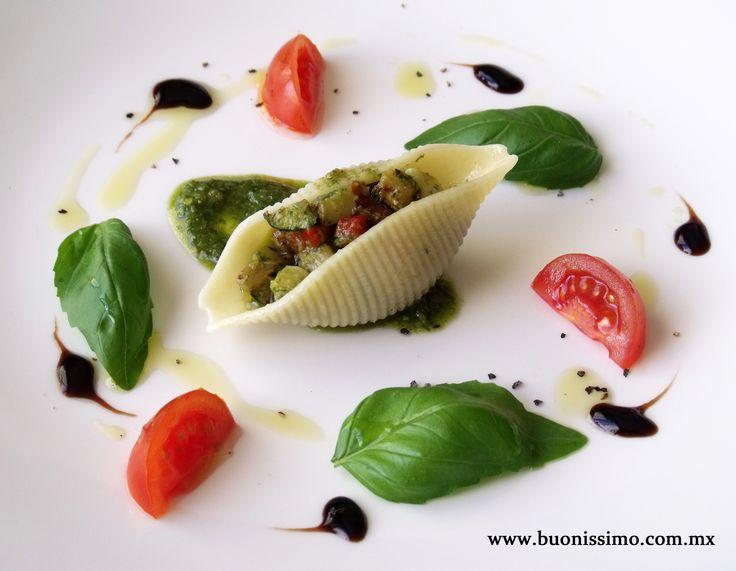 Pasta conchiglioni con tartar de verduras rostizadas y pesto de albahaca y pistaches #bocadillos #pasta #buonissimomexico #chalupinski