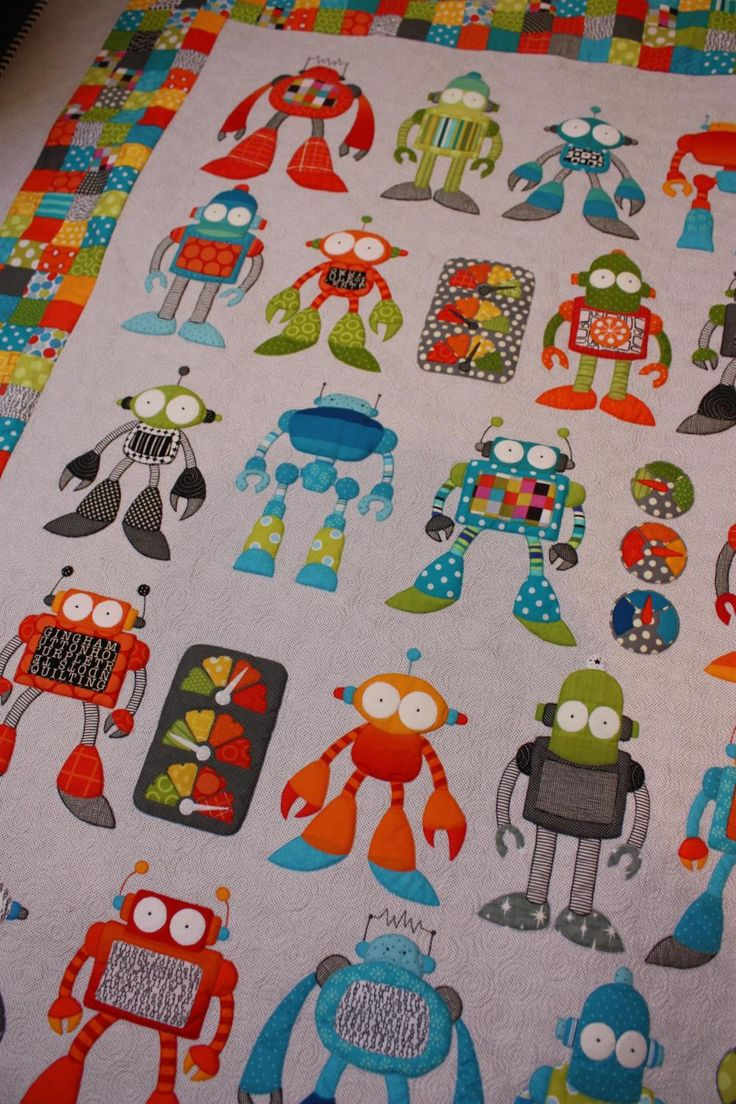amazing robot quilt!! Pattern is Robot Riot by Don't look now designs: