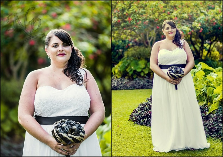Our beautiful bride with our black pearl bridal bouquet.  www.flaxation.co.nz