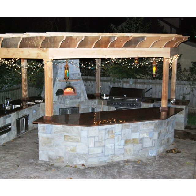 Great Outdoor Kitchen Complete With Pizza Oven: Outdoor Kitchen With Pizza Oven