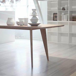 Viken spisebord i heltre eik #yggoglyng #spisebord #viken #vikenbordet #bord #interiør #spisestue #kjøkken #nordisk  #nordiskehjem #heltre #eik #hvitoljet #norskdesign #interior #interiorinspiration #kitchen #dining #table #dinner #