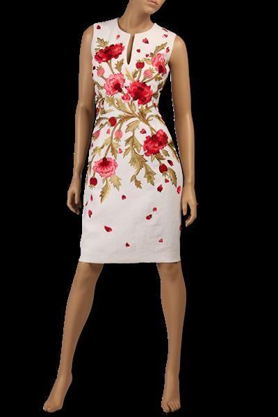 На платье красный цветок