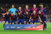 De Barcelona se alinean antes del partido de Liga entre el FC Barcelona y el Real Madrid CF en el Camp Nou el 22 de marzo de 2015, de Barcelona, España.