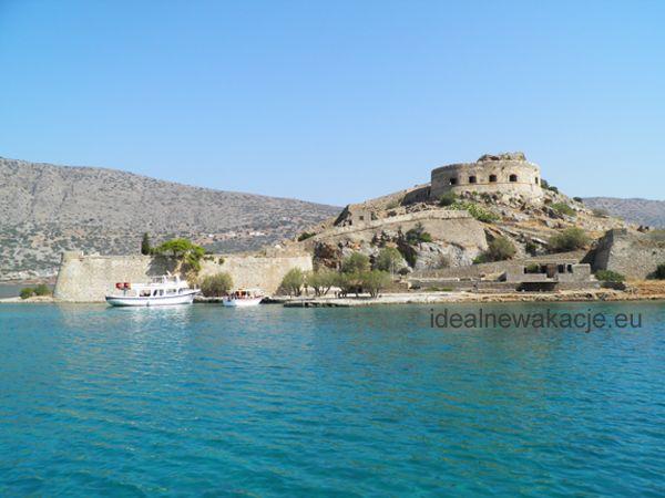 Kreta- wyspa Spinalonga położona na wschód od wybrzeża Krety niedaleko miasta Elounda. Była kolonią trendowatych