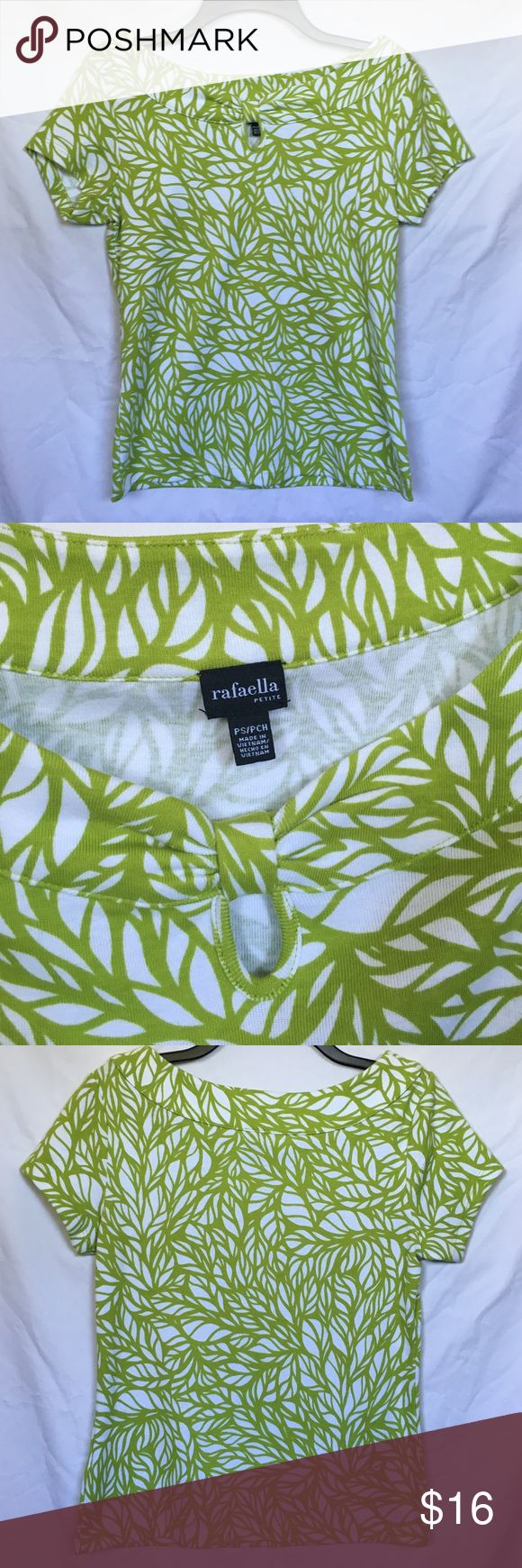 Rafaella petite short sleeve top Rafaella petite short sleeve top. Size PS/PCH. 100% cotton. The design looks like leaves to me. This is a very cute top for the summer. Super cute to wear on a vacation. Excellent condition! Rafaella Tops Tees - Short Sleeve