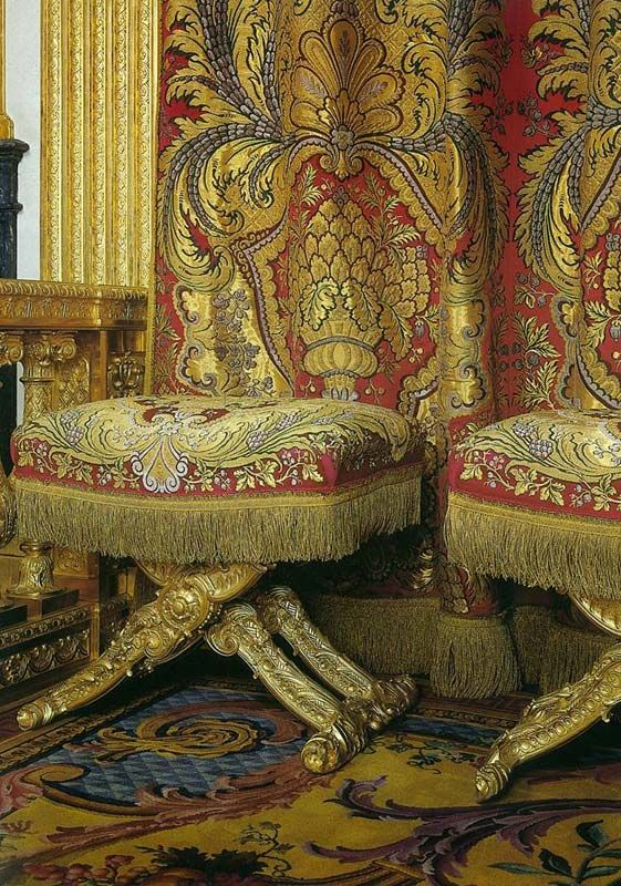 17 best images about broccato on pinterest louis xiv for Chambre louis xiv