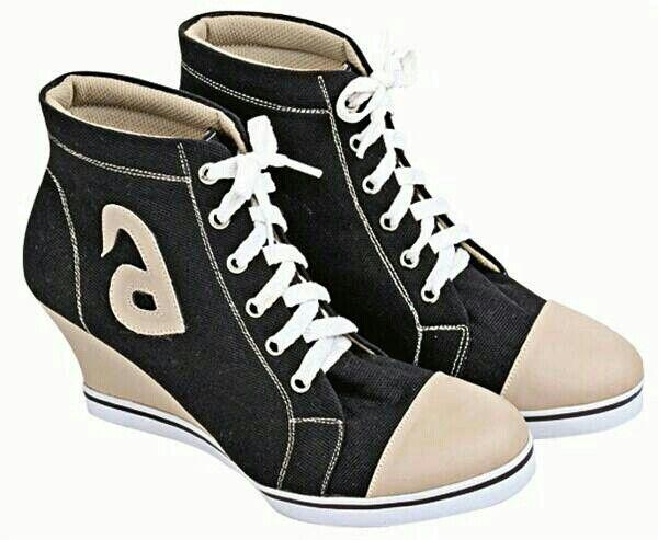 Minat Inbox  Wedges Sneakers  merek : Blackkelly kode produk : LLA 145 Ukuran : 36 ~ 40 Bahan : Kanvas Sol : PVC  tinggi heels : 7 cm  Warna: Sesuai gambar  SMS or WA : 081-394-667183 Pin BB : 74437197 Like Fanspage : facebook.com/minatinbox Line ID : @andrionlineshop Follow us Twitter : @minatinbox Instagram : @andrihardiansyah_ Webstore : http://www.minatinbox.com USaha Bangkit bersama : Jl. Soekarno Hatta gg. SASAK waru no. 18 RT01/09 Kel. Kebonlega Kec. BOJONGLOA kidul Bandung 40235