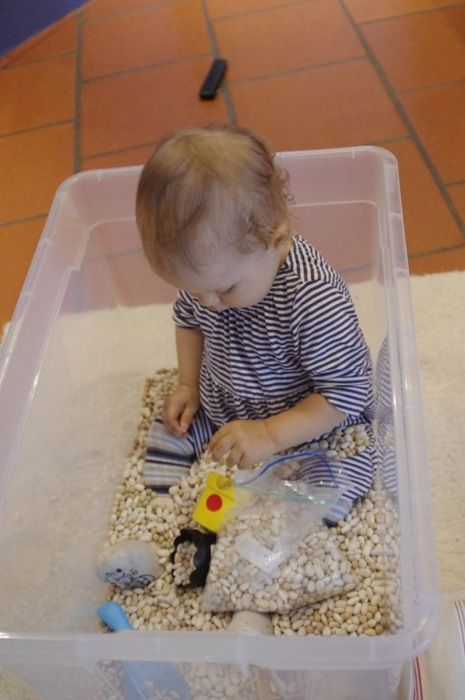 Erbsenbad zur Unterstützung der motorischen Entwicklung - vielleicht ein schönes Geschenk zur Taufe?
