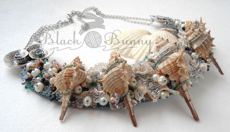 """Ожерелье """"Из пены морской"""" Вышивка бисером, морская тема, подводный мир, украшения в морском стиле, украшения с ракушками, бусы из ракушек, бусы из жемчуга"""