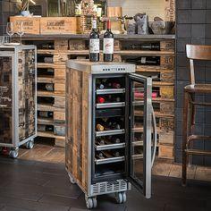 """Produktinformationen """"La Barrique Cooler"""" Der Skypak """" LA BARRIQUE COOLER """" ist ein mobiler Weinkühlschrank.. Jedes Stück ist ein Unikat! Ein Highlight in jeder Hinsicht! Das Design ist einzigartig, in reiner Handarbeit wurden die..."""