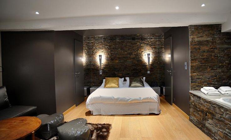 Le Gourguillon Lyon, un hôtel romantique et de charme en plein coeur du vieux Lyon. Toutes les chambres ont un jacuzzi privatif disponible également en dayuse