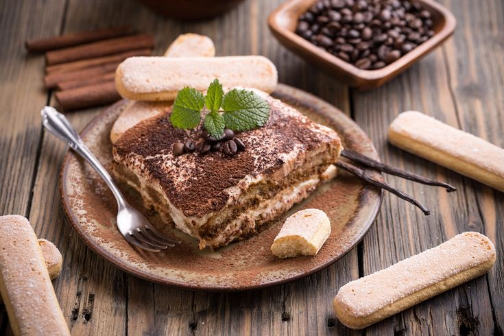 Il classico per eccellenza, il Tiramisù piace davvero a tutti.  È un dolce al cucchiaio facilissimo da realizzare e pronto inpoco tempo, ma vi terrà di buon umore per tutta la giornata. Ne esistono, come tutte le ricette tradizionali, davvero moltissime varianti: chi lo fa con i pavesini, chi con