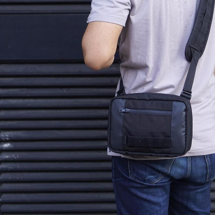 MOD101 CS_4Way 22x15x6CM // 3L CUBE. Can be uses as Internal & External MODUL Sling Bag ( with AXIS/LiTE sling - excluded ) and Tech Purse. Featured 5 Compartments fit for 8 Tablet A6 Notebook Grooming Kits & EDC.  Limited offer until Oct 26th IDR 195K from normal IDR 245K.  LINE@: @orbitgear | orbitgear.net  #orbitgear #techwear #technical #modular #bag #carryology