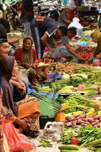 VIEW > Beginilah suasana uroe peukan (hari ramai-ramai) di Lamno, Aceh Jaya (Photo by @ilovelamnodaya)