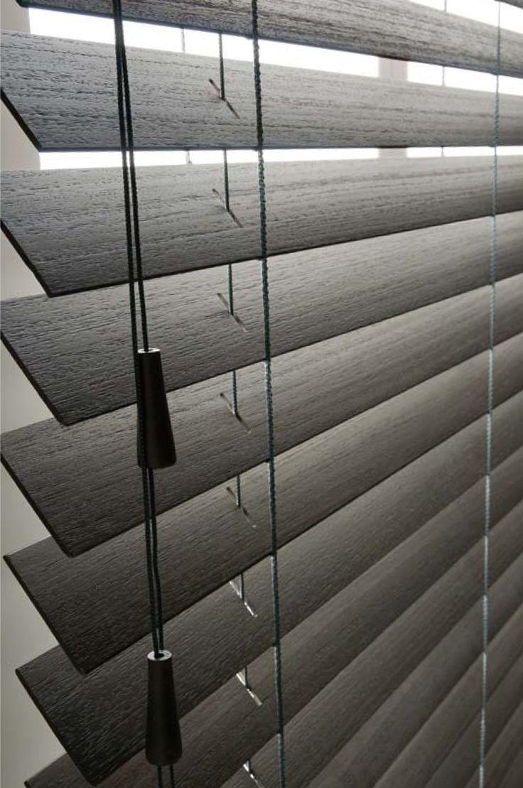 ξύλινα στοράκια σε σκούρες φυσικές αποχρώσεις/natural dark shades wooden blinds