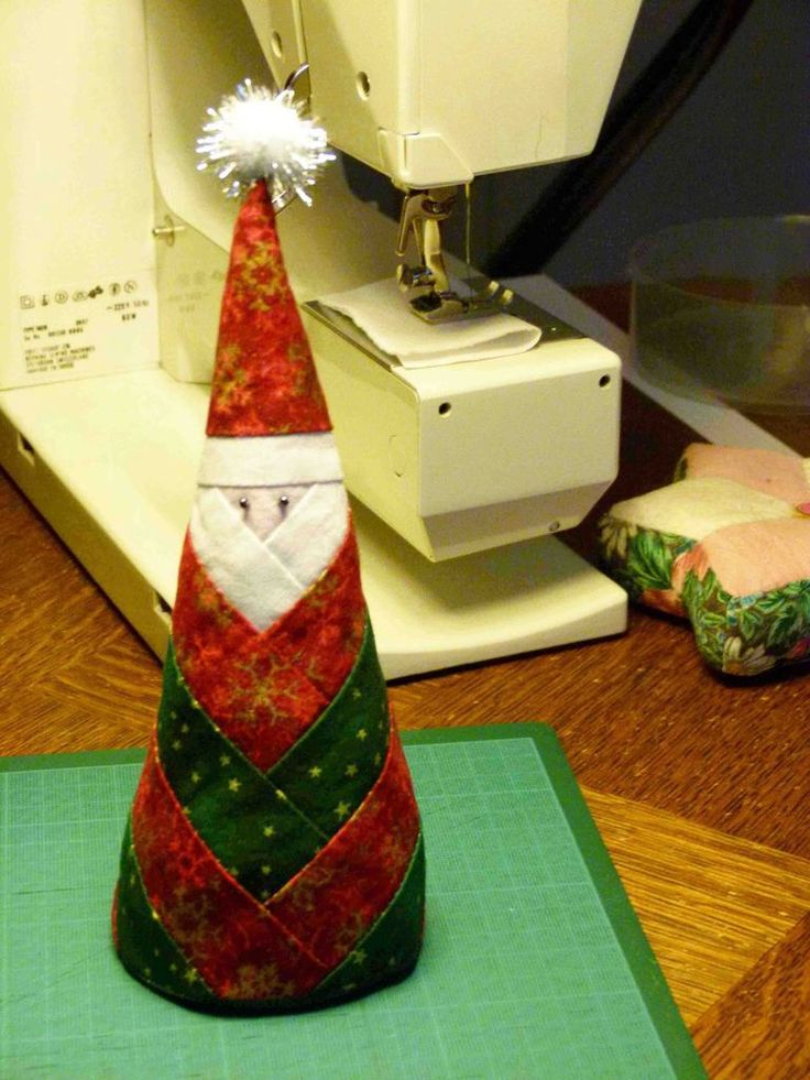 Au club, l'activité fut dense ces derniers temps en vue de préparer Noël et de faire plaisir aux petits enfants. Un père Noël à poser sur la table : Voici le schéma si ça vous tente... A bientôt....
