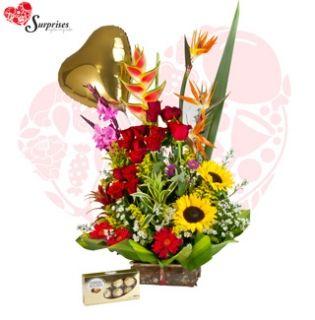 Pasion de Rosas. Muchas veces no sabemos cuál es el regalos ideal y con este hermoso REGALO encontraras la manera perfecta de decir ¡FELICIDADES! Estamos para servirte www.surprisesbogo... tel: 4380157 Cel: 3123750098
