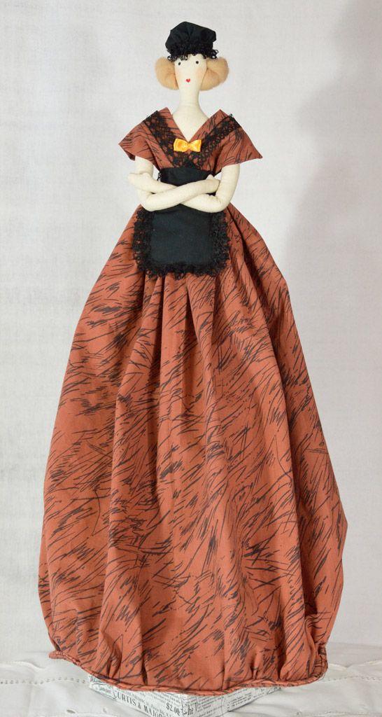 Dzisiaj przedstawiamy lalkę IRENĘ, która ma nie tylko zastosowanie dekoracyjne, ale też praktyczne:) Jej sukienka została wykonana w postaci pojemnej torby do przechowywania, w której można schować różne drobiazgi;) Otwór znajduje się z tyłu sukienki. Dlatego też #lalka ta nosi nazwę użytkową #TORBISZA i znajdziecie ją wśród innych lalek tego typu w naszym sklepie w zakładce Lalki użytkowe http://www.falbana.pl/pl/c/Lalki-uzytkowe/2 #rękodzieło, #handmade, #prowansja, #provence