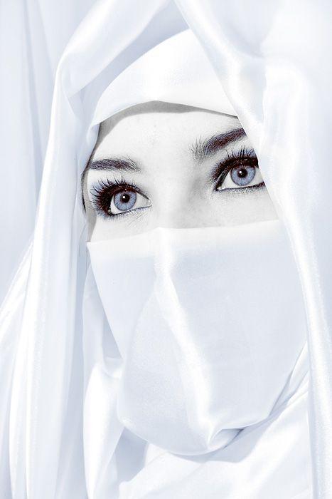 Arabian veiled beauty