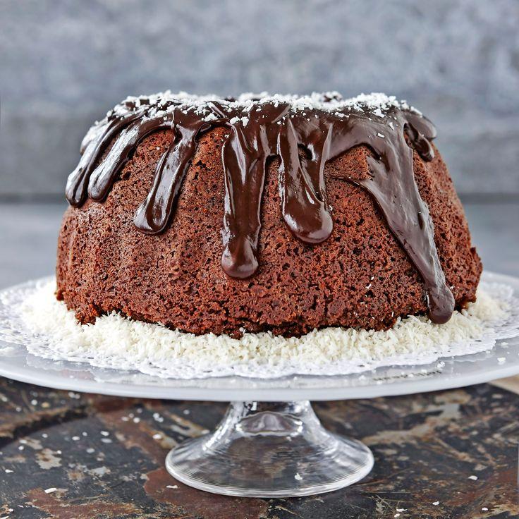 Inuti den saftiga chokladkakan döljer sig en härlig kokosfyllning.
