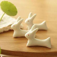 Cute Japanese Keramik Kaninchen Stäbchen Stehen Rest Rack Porzellan Löffel Gabel Halter Neues freies verschiffen(China (Mainland))
