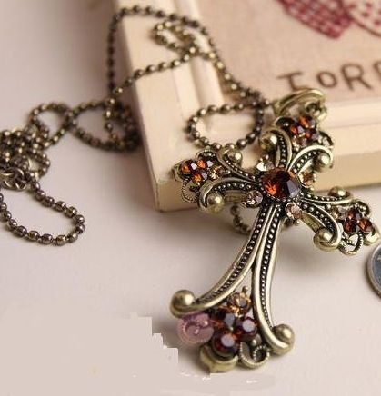 """Retro Elegant Gold Cross with Red Stones Product ID               : N0011 Main Colour             : Gold, Red Available Colours      : Gold, Red Price                       : CAD 10.90 Style                       : Chain with Pendant Metal Type              : Zinc Alloy Main Stone              : Crystal Necklace Length       : 28"""""""
