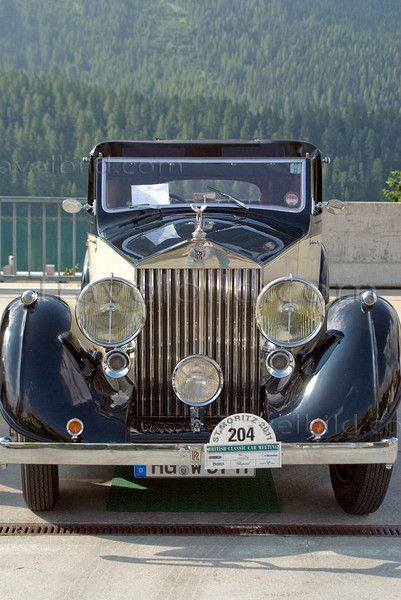 Rolls Royce Phantom Vintage   | More here: http://mylusciouslife.com/historical-books-reading-list-british-american-social-history/