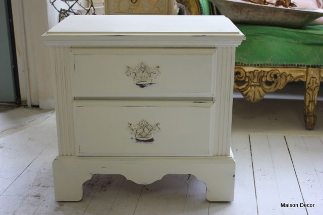 How To Shabby Chic Dark Furniture Tutorial She Uses A Wet Rag Instead Of Sand Paper To Distress