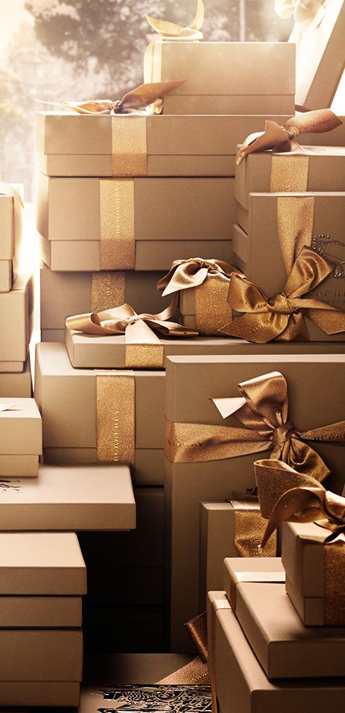 Discover iconic gifts from Burberry this festive season. Love the wrapping idea