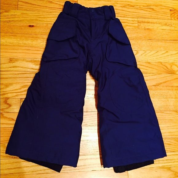 Patagonia ski pants for toddler 3-4 xxs It's that time of year for skiing or just looking adorable in the snow.  I believe these are a unisex color.  They are a dark bluish/purple.  Part of Patagonia's H2 no collection.  Excellent condition 😊 Patagonia Bottoms