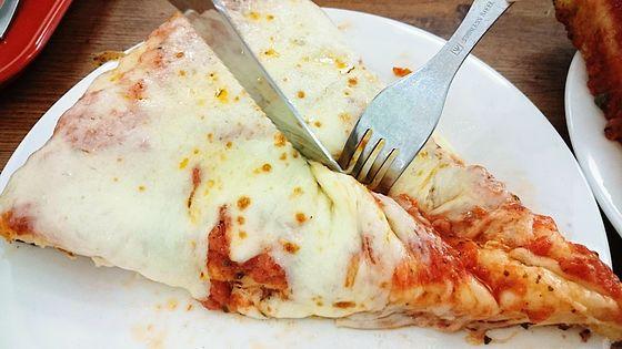 焼きたてモチモチで底はカリカリなピザが食べられる「スポンティーニ」へ行ってきた - GIGAZINE