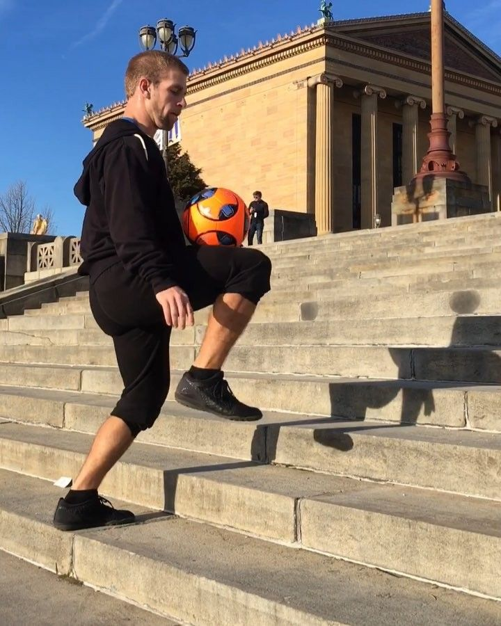 Had to hit those Rocky Steps Go @nygiants!haha Please do not try running/juggling while going up stairs but if you do please make sure you have good dental insurance in case you eat cement  :@juantimefreestyle :@scoresports