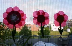 Bastelideen - Blumen aus Transparentpapier fürs Fenster