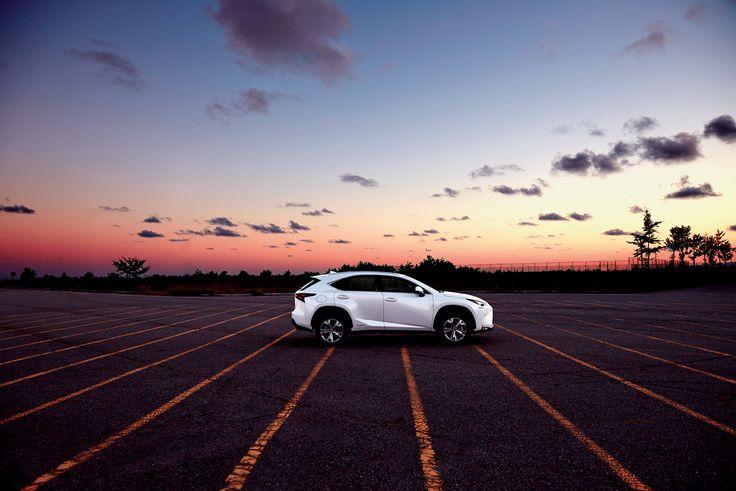 각이 느껴지는 디테일, 역동적으로 부각된 리어 콤비네이션 램프와 펜더, 친환경에 입각한 청정한 차량의 이미지를 고수한 숨겨진 머플러 배출구까지. 혁신을 친애하는 렉서스 고유 의 이미지를 나타내는 NX 300h.   Lexus i-Magazine 다운로드 ▶ www.lexus.co.kr/magazine #Lexus #Magazine #NX300h #NX