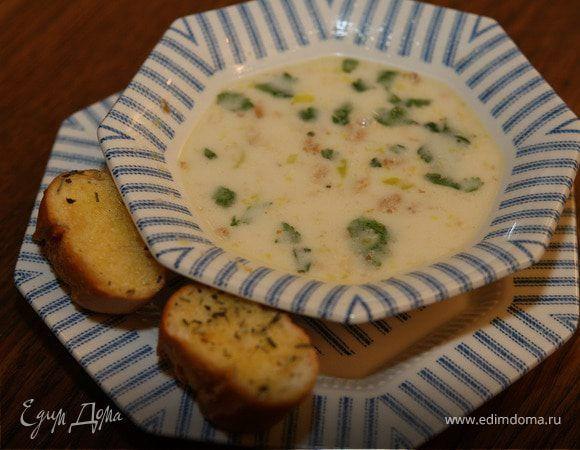 Куриный суп-крем. Ингредиенты: сельдерей стебли, цыплята, лук-порей