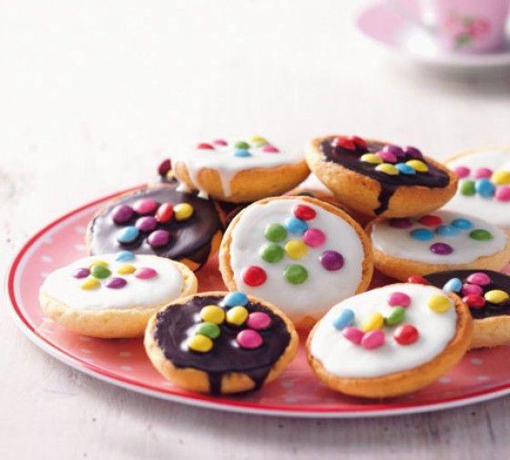 Mini-Amerikaner: Tolle Partykuchen, denn im Miniaturformat lassen sie sich auch prima ohne Teller verspeisen.