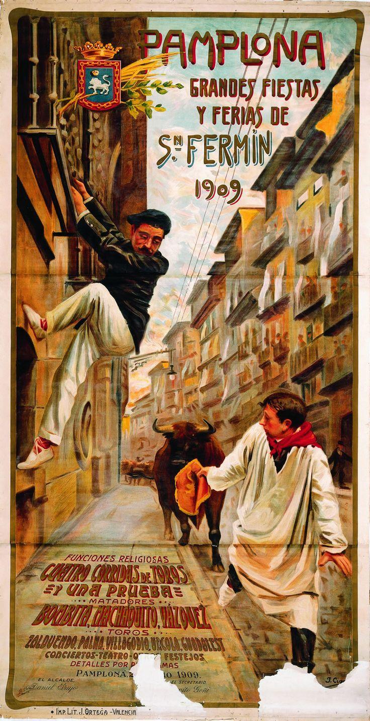 Las fiestas se remontan desde la Edad Media.. San Fermín se celebraba el 10 de octubre, pero en 1591 se trasladó a julio debido al mal tiempo. Su primera edición duró dos días: pregón, músicos, torneo, teatro y corridas de toros. La máxima popularidad de la fiesta se alcanzó en el siglo XX debido a la novela 'Fiesta' ('The sun also rises', 1926) de Ernest Hemingway...