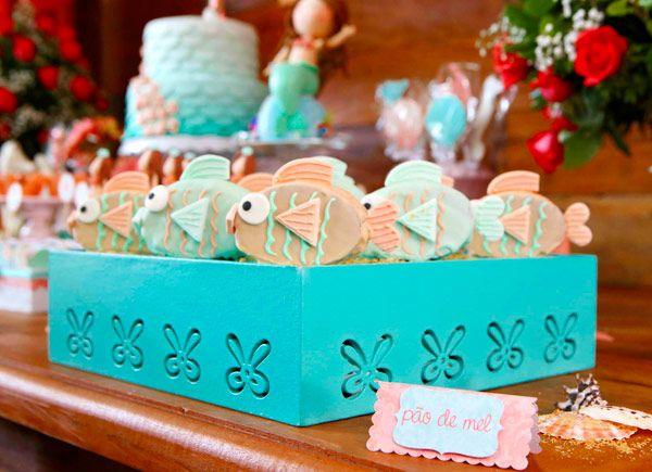 """Marina: """"Aquela que vem do mar"""". Levando em consideração o significado do nome, o aniversário de 1 ano da pequena não poderia ter outro tema. Como a mamãe"""