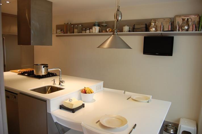 Isla con mesa cocinas pinterest for Cocinas pequenas con isla