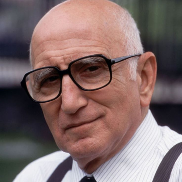 Follow the life of Dominic Chianese, known to many as Uncle Junior from HBO's <i>The Sopranos</i>, on Biography.com.