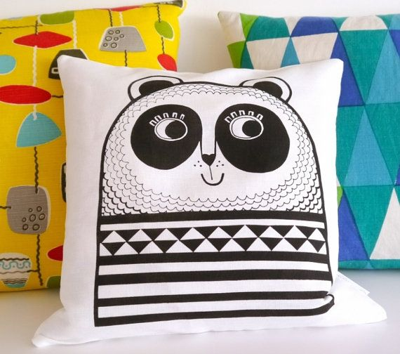 Écran imprimé joyeux Panda coussin oreiller par Jane Foster - monochrome noir et blanc