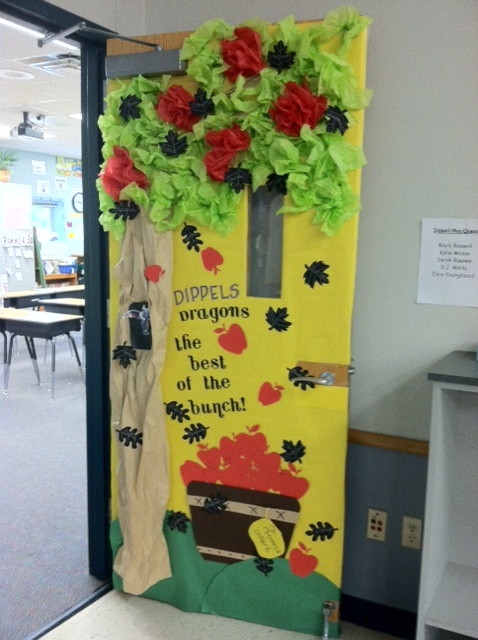 17 best images about seasonal decorating ideas on for Apple tree classroom decoration